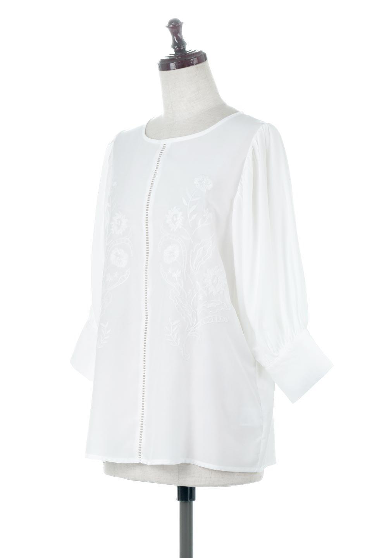 EmbroideredSatinBlouse刺繍入り・サテンブラウス大人カジュアルに最適な海外ファッションのothers(その他インポートアイテム)のトップスやシャツ・ブラウス。胸元のさりげない刺繍が可愛い7分袖のサテンブラウス。センターはしごレースを挟んでいるので高見えするアイテムです。/main-1