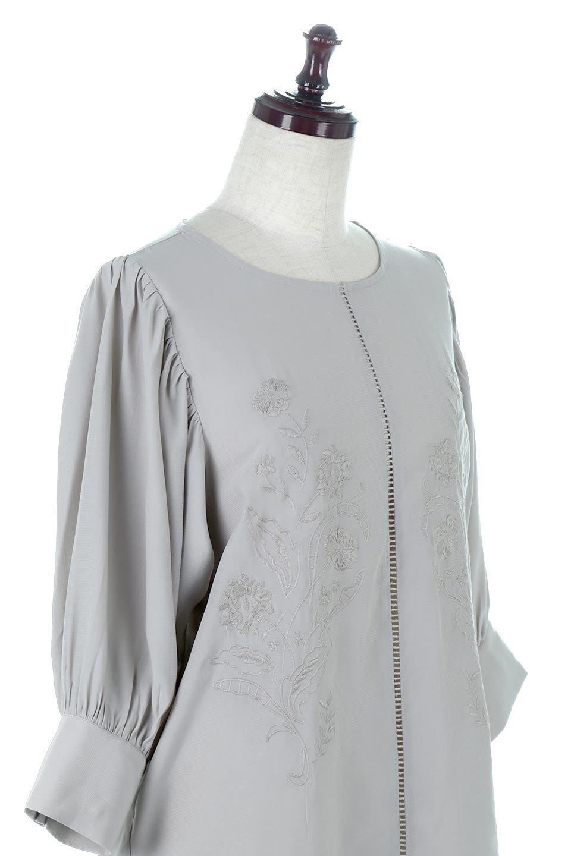 EmbroideredSatinBlouse刺繍入り・サテンブラウス大人カジュアルに最適な海外ファッションのothers(その他インポートアイテム)のトップスやシャツ・ブラウス。胸元のさりげない刺繍が可愛い7分袖のサテンブラウス。センターはしごレースを挟んでいるので高見えするアイテムです。/main-10