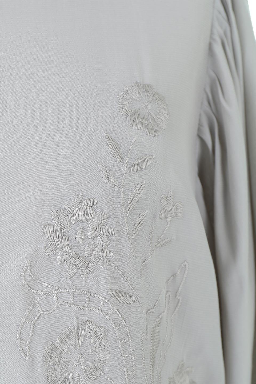 EmbroideredSatinBlouse刺繍入り・サテンブラウス大人カジュアルに最適な海外ファッションのothers(その他インポートアイテム)のトップスやシャツ・ブラウス。胸元のさりげない刺繍が可愛い7分袖のサテンブラウス。センターはしごレースを挟んでいるので高見えするアイテムです。/main-13