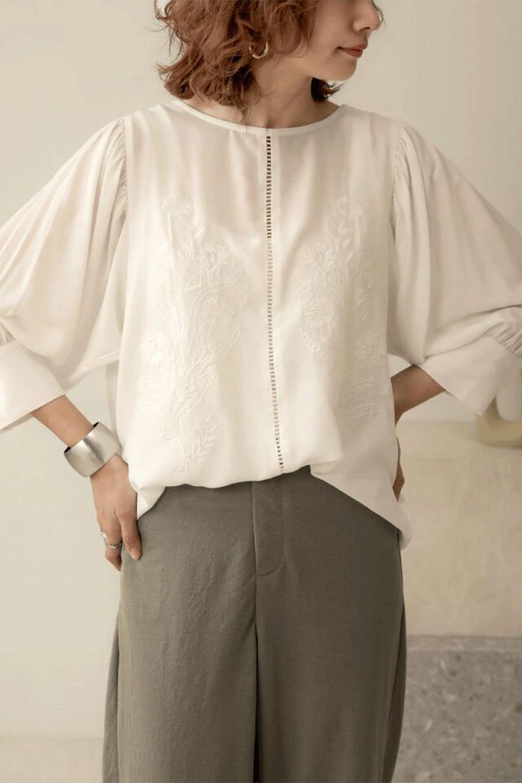 EmbroideredSatinBlouse刺繍入り・サテンブラウス大人カジュアルに最適な海外ファッションのothers(その他インポートアイテム)のトップスやシャツ・ブラウス。胸元のさりげない刺繍が可愛い7分袖のサテンブラウス。センターはしごレースを挟んでいるので高見えするアイテムです。/main-19