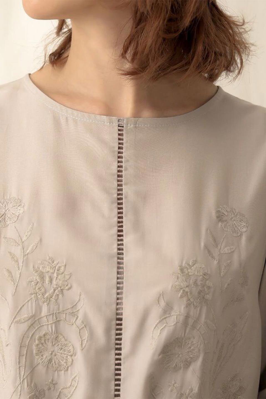 EmbroideredSatinBlouse刺繍入り・サテンブラウス大人カジュアルに最適な海外ファッションのothers(その他インポートアイテム)のトップスやシャツ・ブラウス。胸元のさりげない刺繍が可愛い7分袖のサテンブラウス。センターはしごレースを挟んでいるので高見えするアイテムです。/main-21