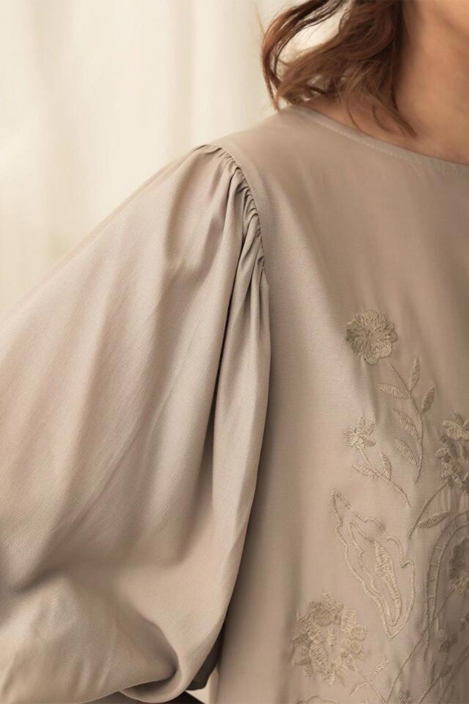 EmbroideredSatinBlouse刺繍入り・サテンブラウス大人カジュアルに最適な海外ファッションのothers(その他インポートアイテム)のトップスやシャツ・ブラウス。胸元のさりげない刺繍が可愛い7分袖のサテンブラウス。センターはしごレースを挟んでいるので高見えするアイテムです。/main-24