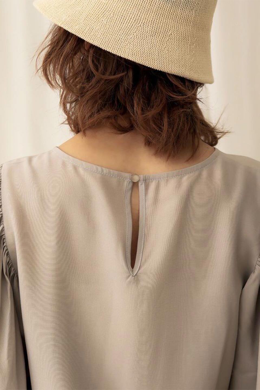 EmbroideredSatinBlouse刺繍入り・サテンブラウス大人カジュアルに最適な海外ファッションのothers(その他インポートアイテム)のトップスやシャツ・ブラウス。胸元のさりげない刺繍が可愛い7分袖のサテンブラウス。センターはしごレースを挟んでいるので高見えするアイテムです。/main-25