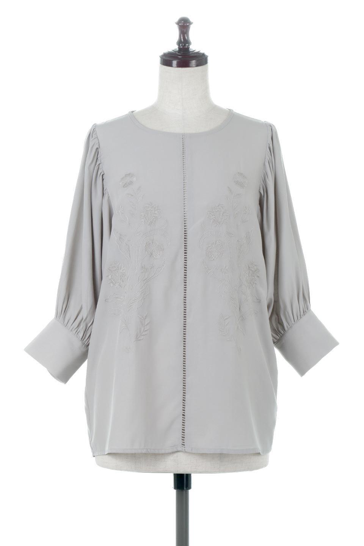 EmbroideredSatinBlouse刺繍入り・サテンブラウス大人カジュアルに最適な海外ファッションのothers(その他インポートアイテム)のトップスやシャツ・ブラウス。胸元のさりげない刺繍が可愛い7分袖のサテンブラウス。センターはしごレースを挟んでいるので高見えするアイテムです。/main-5