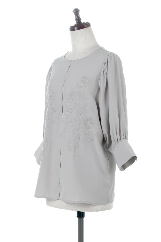 EmbroideredSatinBlouse刺繍入り・サテンブラウス大人カジュアルに最適な海外ファッションのothers(その他インポートアイテム)のトップスやシャツ・ブラウス。胸元のさりげない刺繍が可愛い7分袖のサテンブラウス。センターはしごレースを挟んでいるので高見えするアイテムです。/main-6