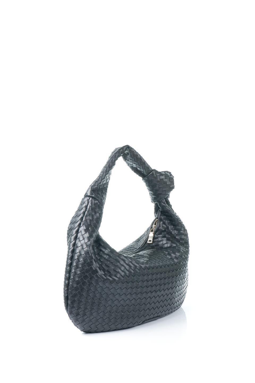 meliebiancoのBrigitte(Black)ウーヴンホーボーバッグ/海外ファッション好きにオススメのインポートバッグとかばん、MelieBianco(メリービアンコ)のバッグやショルダーバッグ。バターのようになめらかな手触りのビーガンレザーを使用した編み込みのホーボーバッグ。ソフトなマテリアルなので肩に掛けたときの「しっくり感」は最高です。/main-3