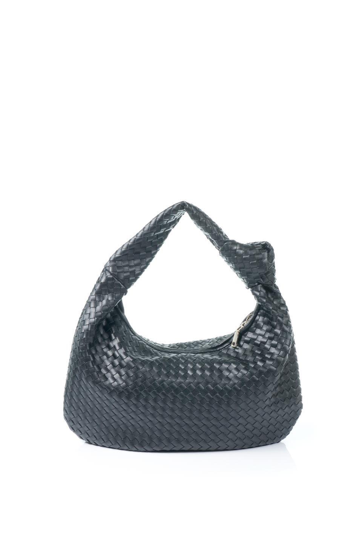 meliebiancoのBrigitte(Black)ウーヴンホーボーバッグ/海外ファッション好きにオススメのインポートバッグとかばん、MelieBianco(メリービアンコ)のバッグやショルダーバッグ。バターのようになめらかな手触りのビーガンレザーを使用した編み込みのホーボーバッグ。ソフトなマテリアルなので肩に掛けたときの「しっくり感」は最高です。/main-4