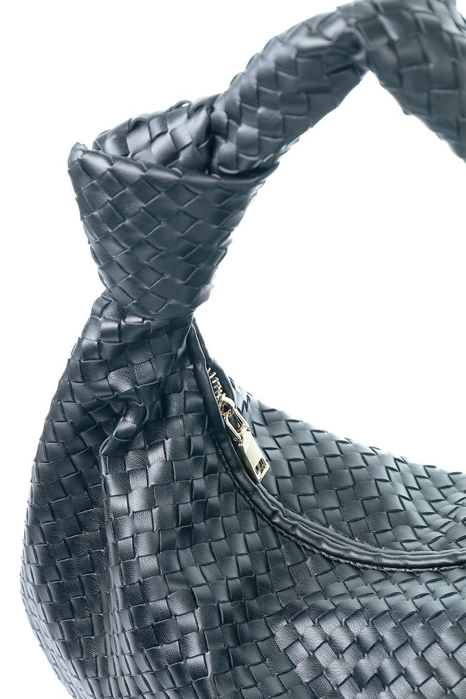meliebiancoのBrigitte(Black)ウーヴンホーボーバッグ/海外ファッション好きにオススメのインポートバッグとかばん、MelieBianco(メリービアンコ)のバッグやショルダーバッグ。バターのようになめらかな手触りのビーガンレザーを使用した編み込みのホーボーバッグ。ソフトなマテリアルなので肩に掛けたときの「しっくり感」は最高です。/main-7