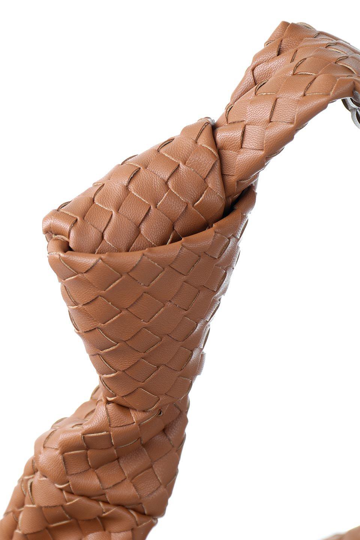 meliebiancoのBrigitte(Saddle)ウーヴンホーボーバッグ/海外ファッション好きにオススメのインポートバッグとかばん、MelieBianco(メリービアンコ)のバッグやショルダーバッグ。バターのようになめらかな手触りのビーガンレザーを使用した編み込みのホーボーバッグ。ソフトなマテリアルなので肩に掛けたときの「しっくり感」は最高です。/main-6
