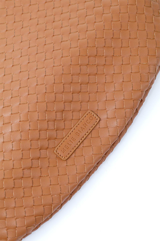 meliebiancoのBrigitte(Saddle)ウーヴンホーボーバッグ/海外ファッション好きにオススメのインポートバッグとかばん、MelieBianco(メリービアンコ)のバッグやショルダーバッグ。バターのようになめらかな手触りのビーガンレザーを使用した編み込みのホーボーバッグ。ソフトなマテリアルなので肩に掛けたときの「しっくり感」は最高です。/main-9