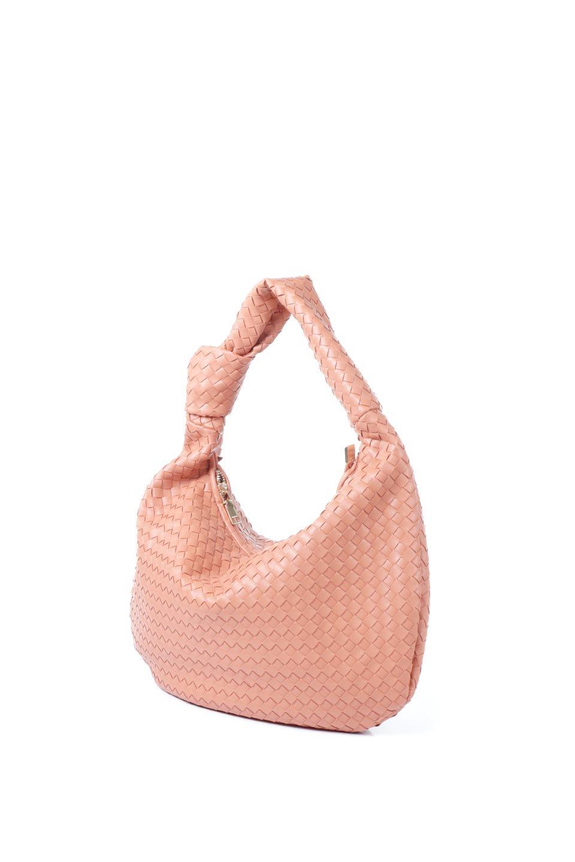 meliebiancoのBrigitte(Peach)ウーヴンホーボーバッグ/海外ファッション好きにオススメのインポートバッグとかばん、MelieBianco(メリービアンコ)のバッグやショルダーバッグ。バターのようになめらかな手触りのビーガンレザーを使用した編み込みのホーボーバッグ。ソフトなマテリアルなので肩に掛けたときの「しっくり感」は最高です。/main-1