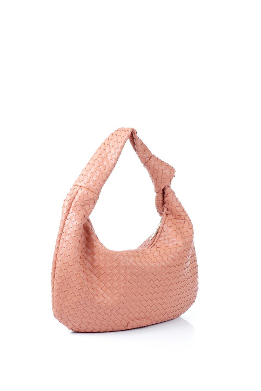 meliebiancoのBrigitte(Peach)ウーヴンホーボーバッグ/海外ファッション好きにオススメのインポートバッグとかばん、MelieBianco(メリービアンコ)のバッグやショルダーバッグ。バターのようになめらかな手触りのビーガンレザーを使用した編み込みのホーボーバッグ。ソフトなマテリアルなので肩に掛けたときの「しっくり感」は最高です。/main-3