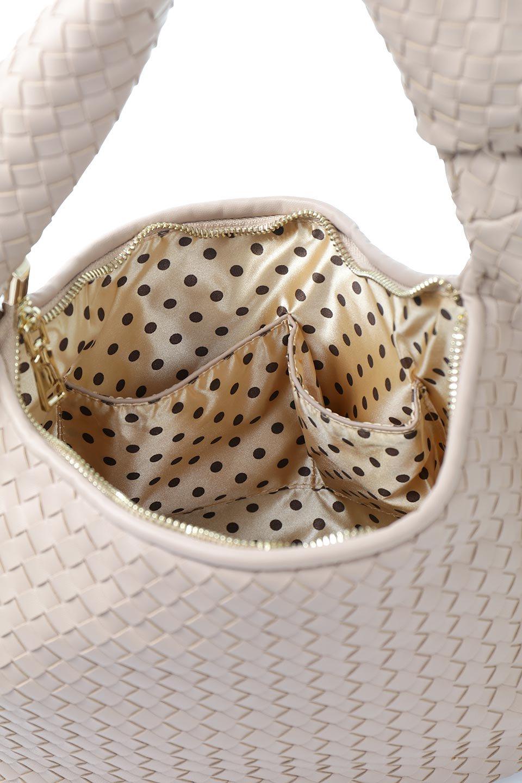 meliebiancoのBrigitte(Nude)ウーヴンホーボーバッグ/海外ファッション好きにオススメのインポートバッグとかばん、MelieBianco(メリービアンコ)のバッグやショルダーバッグ。バターのようになめらかな手触りのビーガンレザーを使用した編み込みのホーボーバッグ。ソフトなマテリアルなので肩に掛けたときの「しっくり感」は最高です。/main-11