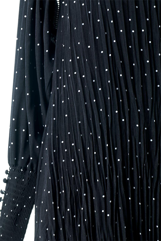 RandomPleatedDotDressランダムプリーツ・ドットワンピース大人カジュアルに最適な海外ファッションのothers(その他インポートアイテム)のワンピースやマキシワンピース。かわいらしさと落ち着いた大人っぽさが同居した素敵なワンピース。ゆるやかに流れるプリーツが魅力のこちらのワンピースは、胸部分から裾までランダムなプリーツ加工が施されており、動くたびに揺れ動き、身体のラインをカバーしながら女性らしいシルエットを作ってくれます。/main-10