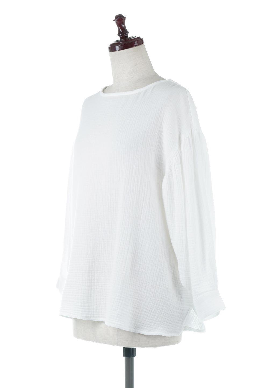 FrilledBackDoubleGauzeBlouseバックフリル・ダブルガーゼブラウス大人カジュアルに最適な海外ファッションのothers(その他インポートアイテム)のトップスやシャツ・ブラウス。フェミニンに決まるバックフリルがポイントのブラウス。綿100%のダブルガーゼの素材を使用してるのでとても柔らかく着心地も◎。/main-1