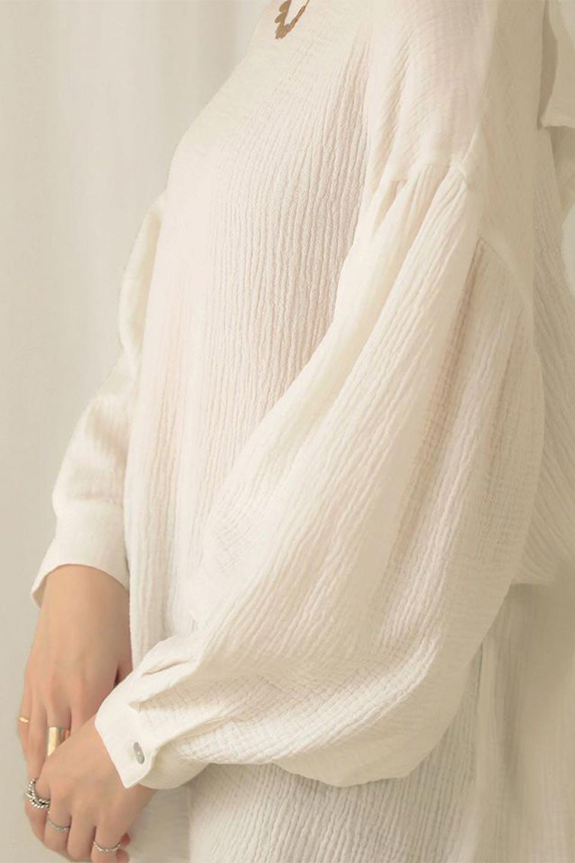 FrilledBackDoubleGauzeBlouseバックフリル・ダブルガーゼブラウス大人カジュアルに最適な海外ファッションのothers(その他インポートアイテム)のトップスやシャツ・ブラウス。フェミニンに決まるバックフリルがポイントのブラウス。綿100%のダブルガーゼの素材を使用してるのでとても柔らかく着心地も◎。/main-22