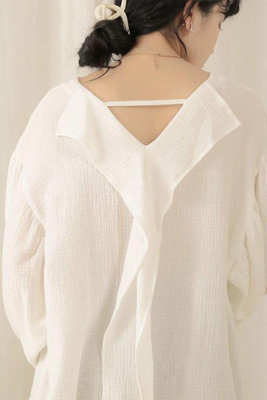 FrilledBackDoubleGauzeBlouseバックフリル・ダブルガーゼブラウス大人カジュアルに最適な海外ファッションのothers(その他インポートアイテム)のトップスやシャツ・ブラウス。フェミニンに決まるバックフリルがポイントのブラウス。綿100%のダブルガーゼの素材を使用してるのでとても柔らかく着心地も◎。/main-23