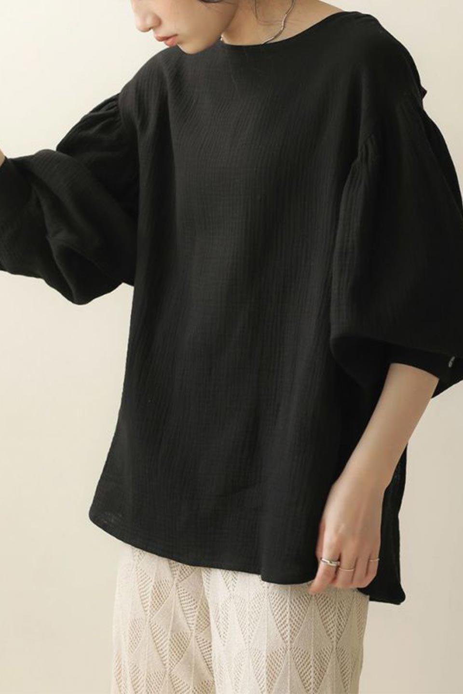 FrilledBackDoubleGauzeBlouseバックフリル・ダブルガーゼブラウス大人カジュアルに最適な海外ファッションのothers(その他インポートアイテム)のトップスやシャツ・ブラウス。フェミニンに決まるバックフリルがポイントのブラウス。綿100%のダブルガーゼの素材を使用してるのでとても柔らかく着心地も◎。/main-26