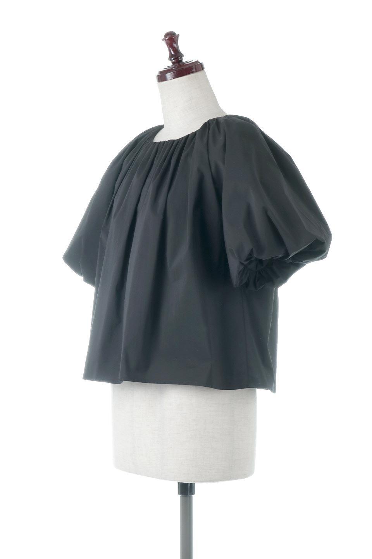 BalloonSleeveGatheredBlouseバルーンスリーブ・ギャザーブラウス大人カジュアルに最適な海外ファッションのothers(その他インポートアイテム)のトップスやシャツ・ブラウス。風船のように丸く膨らませたバルーン袖がポイントの半袖ブラウス。ややハリがありなめらかな質感のシャツ生地で、とても上品でいて柔らかな印象のトップス。/main-1