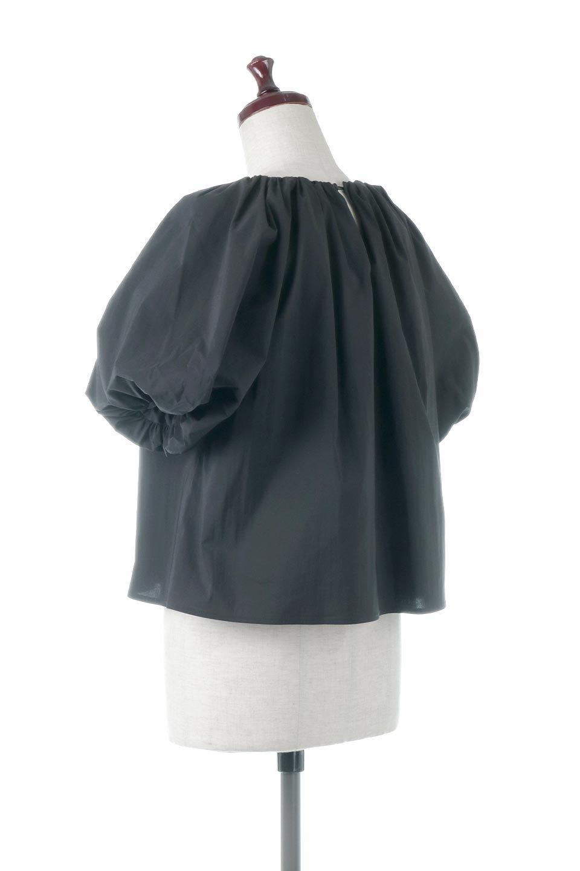 BalloonSleeveGatheredBlouseバルーンスリーブ・ギャザーブラウス大人カジュアルに最適な海外ファッションのothers(その他インポートアイテム)のトップスやシャツ・ブラウス。風船のように丸く膨らませたバルーン袖がポイントの半袖ブラウス。ややハリがありなめらかな質感のシャツ生地で、とても上品でいて柔らかな印象のトップス。/main-3