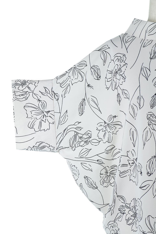 RollNeckBackButtonBlouseロールネック・ドルマンブラウス大人カジュアルに最適な海外ファッションのothers(その他インポートアイテム)のトップスやシャツ・ブラウス。ドルマンスリーブのドレープが綺麗で軽やかな着こなしができる半袖ブラウス。首元から背中にかけてのデザインがとても可愛いアイテムです。/main-21