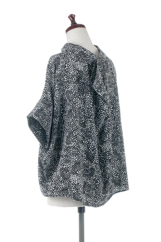 RollNeckBackButtonBlouseロールネック・ドルマンブラウス大人カジュアルに最適な海外ファッションのothers(その他インポートアイテム)のトップスやシャツ・ブラウス。ドルマンスリーブのドレープが綺麗で軽やかな着こなしができる半袖ブラウス。首元から背中にかけてのデザインがとても可愛いアイテムです。/main-3