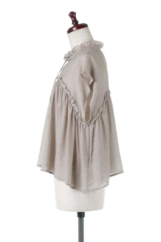 FrenchSleeveGatheredBlouseフレンチスリーブ・ギャザーブラウス大人カジュアルに最適な海外ファッションのothers(その他インポートアイテム)のトップスやシャツ・ブラウス。サラリとした肌触りが心地よいフレンチスリーブのブラウス。シワが気にならないスラブガーゼを使用したアイテムです。/main-12