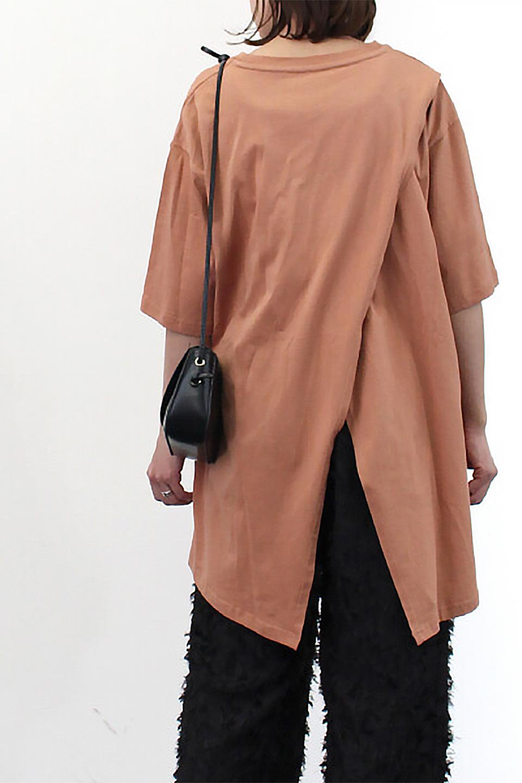 BackSlitLongTailTopバックスリット・ロングTシャツ大人カジュアルに最適な海外ファッションのothers(その他インポートアイテム)のトップスやカットソー。バックスタイルがポイントのビッグシルエットTシャツ。フロントはクルーネックのシンプルでリラックス感のあるTシャツに見えますが、背中はスリットが入ったラップデザイン。/main-29