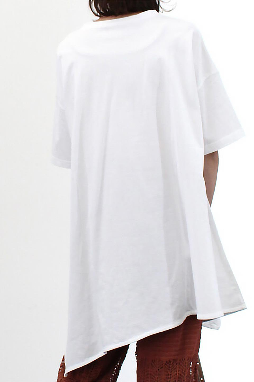 AsymmetricalHemBigTeeアシメントリー・ビッグシルエットTシャツ大人カジュアルに最適な海外ファッションのothers(その他インポートアイテム)のトップスやカットソー。斜めにカットされたアシメントリーの裾がポイントのビッグTee。ゆったりとしたリラックス感のあるシルエットで、ややAラインのシルエットが可愛いアイテム。/main-24