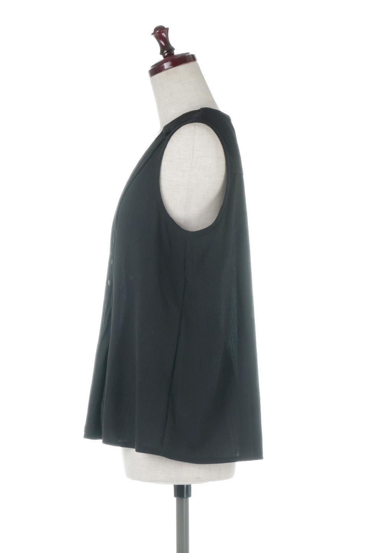 PinTuckSleevelessBlouseピンタック・ノースリーブトップス大人カジュアルに最適な海外ファッションのothers(その他インポートアイテム)のトップスやシャツ・ブラウス。リブのようなボリューム感のあるピンタックが上品なノースリーブのトップス。肩のフリルから落ちるタックデザインが立体的で、裾の動きがかわいいアイテム。/main-12