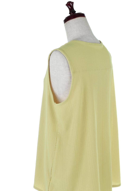 PinTuckSleevelessBlouseピンタック・ノースリーブトップス大人カジュアルに最適な海外ファッションのothers(その他インポートアイテム)のトップスやシャツ・ブラウス。リブのようなボリューム感のあるピンタックが上品なノースリーブのトップス。肩のフリルから落ちるタックデザインが立体的で、裾の動きがかわいいアイテム。/main-17