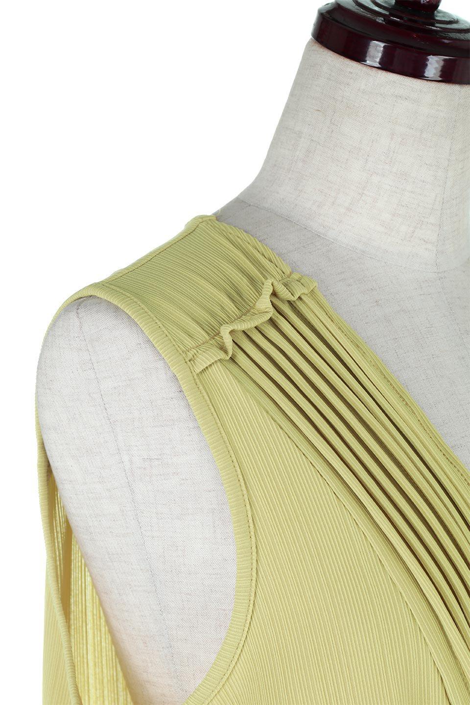 PinTuckSleevelessBlouseピンタック・ノースリーブトップス大人カジュアルに最適な海外ファッションのothers(その他インポートアイテム)のトップスやシャツ・ブラウス。リブのようなボリューム感のあるピンタックが上品なノースリーブのトップス。肩のフリルから落ちるタックデザインが立体的で、裾の動きがかわいいアイテム。/main-18