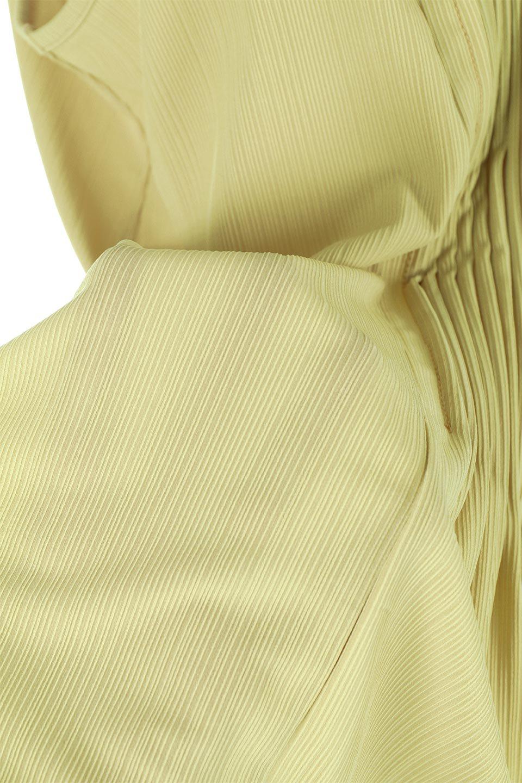 PinTuckSleevelessBlouseピンタック・ノースリーブトップス大人カジュアルに最適な海外ファッションのothers(その他インポートアイテム)のトップスやシャツ・ブラウス。リブのようなボリューム感のあるピンタックが上品なノースリーブのトップス。肩のフリルから落ちるタックデザインが立体的で、裾の動きがかわいいアイテム。/main-24