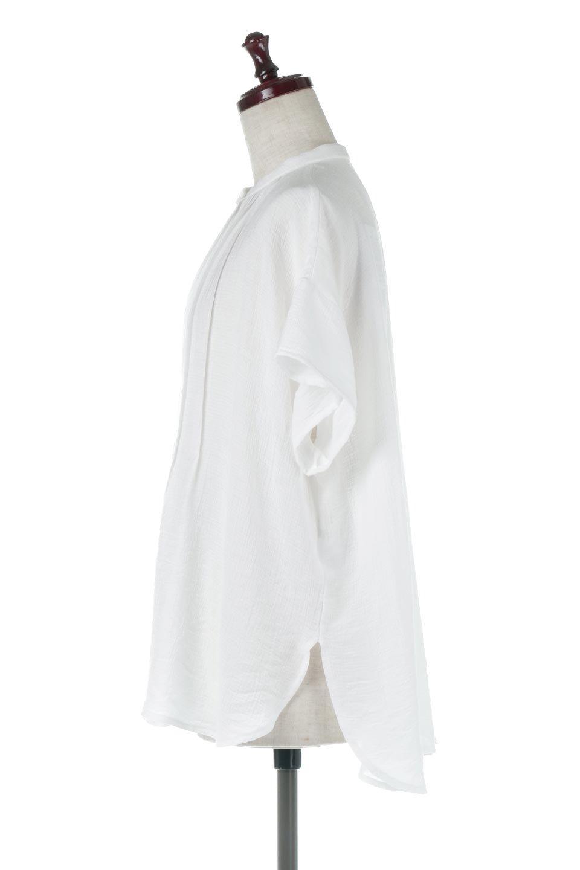 PinTuckBandCollarBlouseピンタック・ガーゼブラウス大人カジュアルに最適な海外ファッションのothers(その他インポートアイテム)のトップスやシャツ・ブラウス。首元から伸びるピンタックのデザインが可愛い半袖ブラウス。首元にはボタンがひとつあり、閉めるときちっとした印象に、開くと涼し気で抜け感のある印象になります。/main-12