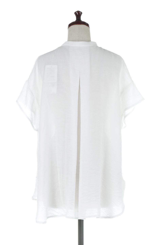 PinTuckBandCollarBlouseピンタック・ガーゼブラウス大人カジュアルに最適な海外ファッションのothers(その他インポートアイテム)のトップスやシャツ・ブラウス。首元から伸びるピンタックのデザインが可愛い半袖ブラウス。首元にはボタンがひとつあり、閉めるときちっとした印象に、開くと涼し気で抜け感のある印象になります。/main-14