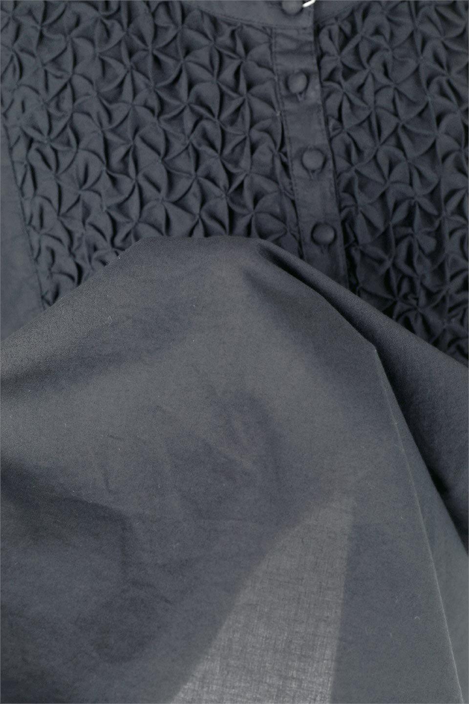 SideSlitSmockingBlouseサイドスリット・スモッキングブラウス大人カジュアルに最適な海外ファッションのothers(その他インポートアイテム)のトップスやシャツ・ブラウス。スモッキングと呼ばれる立体的なディテールが可愛い半袖ブラウス。サイドは深くスリットが入り、リボンを結ぶデザインで横から見た印象も可愛いアイテム。/main-10