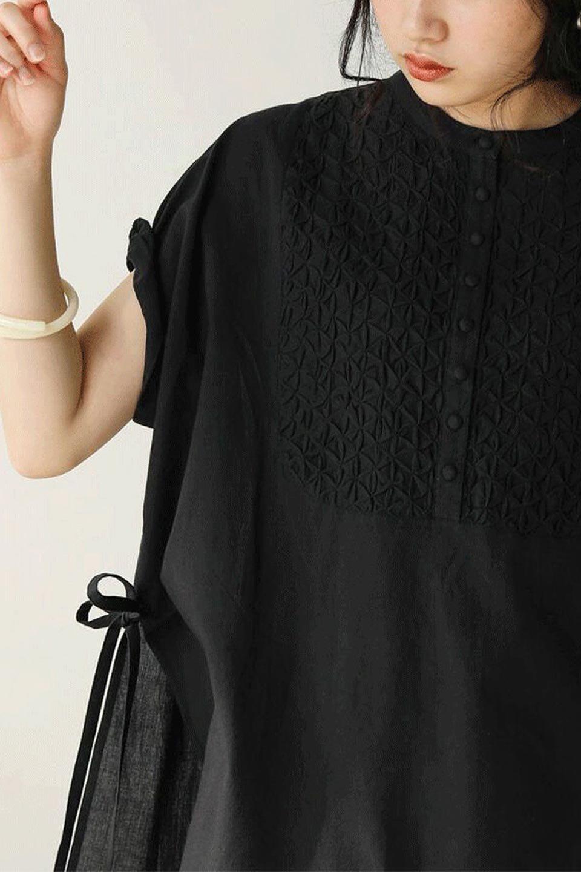 SideSlitSmockingBlouseサイドスリット・スモッキングブラウス大人カジュアルに最適な海外ファッションのothers(その他インポートアイテム)のトップスやシャツ・ブラウス。スモッキングと呼ばれる立体的なディテールが可愛い半袖ブラウス。サイドは深くスリットが入り、リボンを結ぶデザインで横から見た印象も可愛いアイテム。/main-12