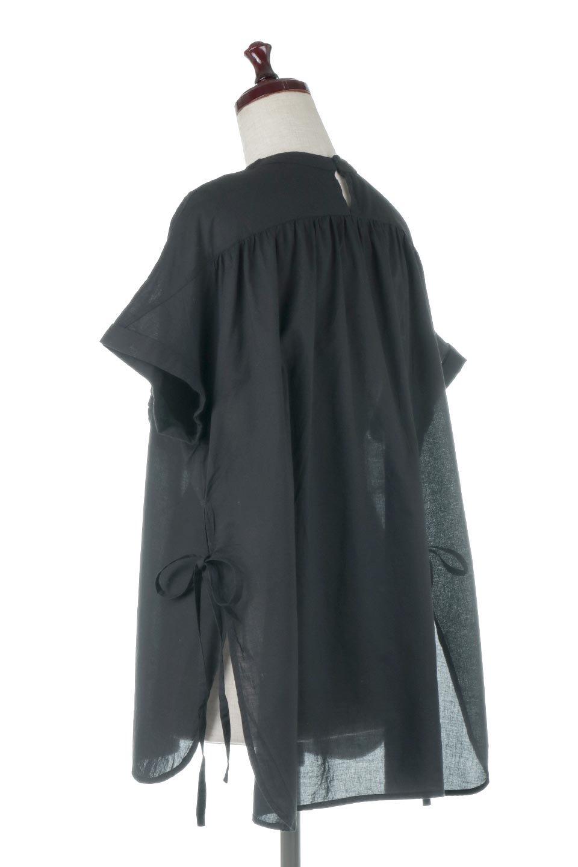 SideSlitSmockingBlouseサイドスリット・スモッキングブラウス大人カジュアルに最適な海外ファッションのothers(その他インポートアイテム)のトップスやシャツ・ブラウス。スモッキングと呼ばれる立体的なディテールが可愛い半袖ブラウス。サイドは深くスリットが入り、リボンを結ぶデザインで横から見た印象も可愛いアイテム。/main-3
