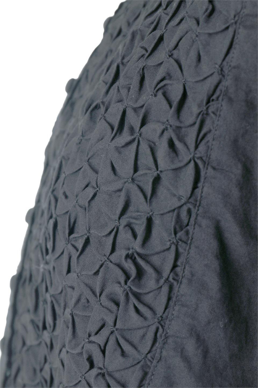 SideSlitSmockingBlouseサイドスリット・スモッキングブラウス大人カジュアルに最適な海外ファッションのothers(その他インポートアイテム)のトップスやシャツ・ブラウス。スモッキングと呼ばれる立体的なディテールが可愛い半袖ブラウス。サイドは深くスリットが入り、リボンを結ぶデザインで横から見た印象も可愛いアイテム。/main-6