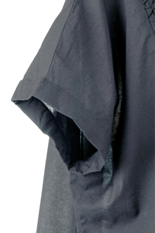 SideSlitSmockingBlouseサイドスリット・スモッキングブラウス大人カジュアルに最適な海外ファッションのothers(その他インポートアイテム)のトップスやシャツ・ブラウス。スモッキングと呼ばれる立体的なディテールが可愛い半袖ブラウス。サイドは深くスリットが入り、リボンを結ぶデザインで横から見た印象も可愛いアイテム。/main-8