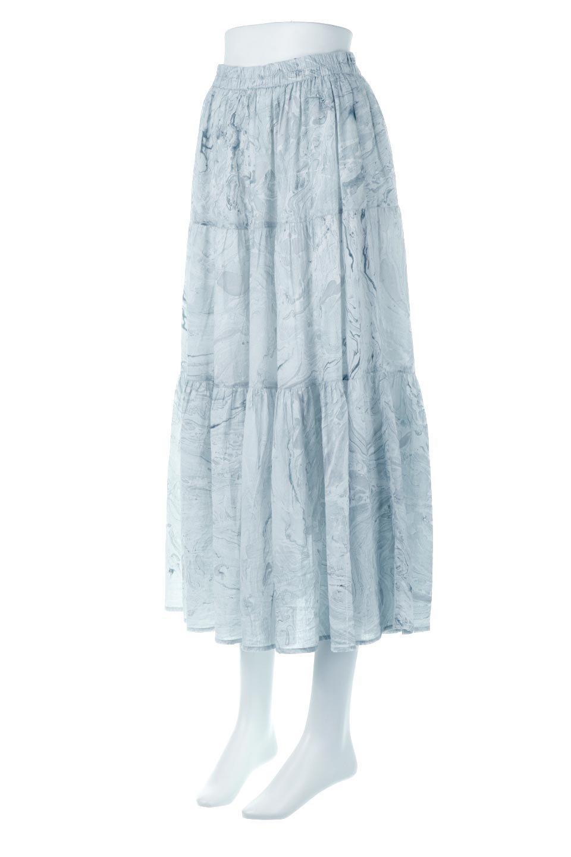 MarblePatternTieredLongSkirtマーブルパターン・ティアードスカート大人カジュアルに最適な海外ファッションのothers(その他インポートアイテム)のボトムやスカート。マーブル模様が涼し気なギャザーをたっぷりよせた3段ティアードスカート。動くたびに揺れるシルエットが涼し気な印象のスカートです。/main-1