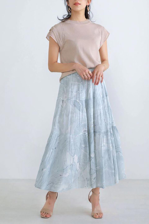 MarblePatternTieredLongSkirtマーブルパターン・ティアードスカート大人カジュアルに最適な海外ファッションのothers(その他インポートアイテム)のボトムやスカート。マーブル模様が涼し気なギャザーをたっぷりよせた3段ティアードスカート。動くたびに揺れるシルエットが涼し気な印象のスカートです。/main-11