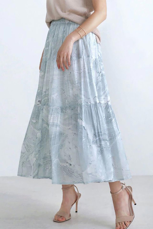MarblePatternTieredLongSkirtマーブルパターン・ティアードスカート大人カジュアルに最適な海外ファッションのothers(その他インポートアイテム)のボトムやスカート。マーブル模様が涼し気なギャザーをたっぷりよせた3段ティアードスカート。動くたびに揺れるシルエットが涼し気な印象のスカートです。/main-12