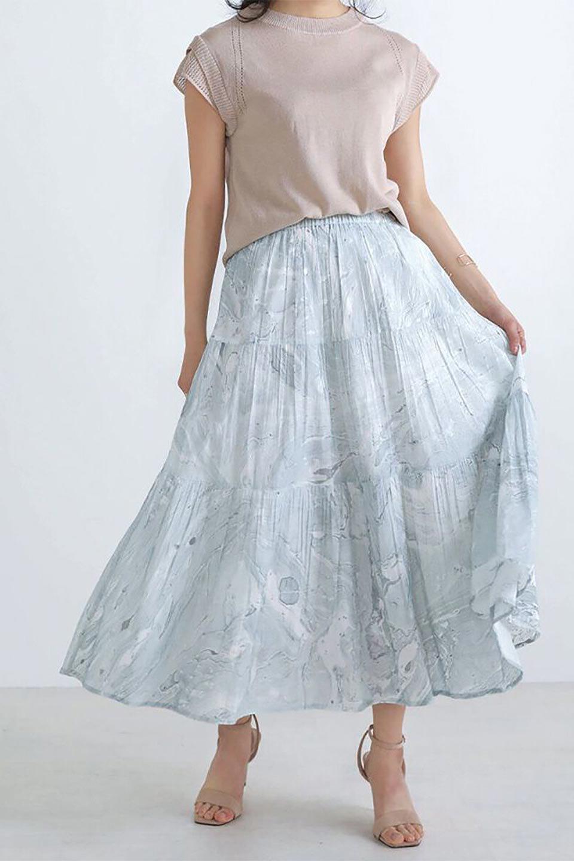 MarblePatternTieredLongSkirtマーブルパターン・ティアードスカート大人カジュアルに最適な海外ファッションのothers(その他インポートアイテム)のボトムやスカート。マーブル模様が涼し気なギャザーをたっぷりよせた3段ティアードスカート。動くたびに揺れるシルエットが涼し気な印象のスカートです。/main-13