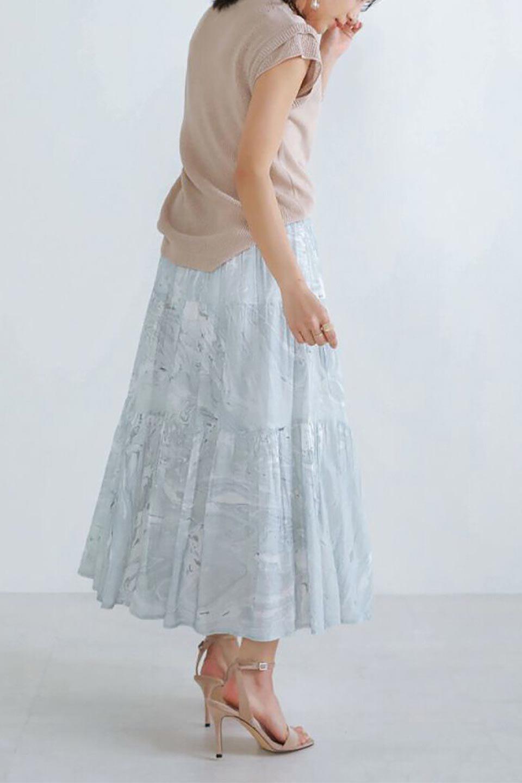 MarblePatternTieredLongSkirtマーブルパターン・ティアードスカート大人カジュアルに最適な海外ファッションのothers(その他インポートアイテム)のボトムやスカート。マーブル模様が涼し気なギャザーをたっぷりよせた3段ティアードスカート。動くたびに揺れるシルエットが涼し気な印象のスカートです。/main-14