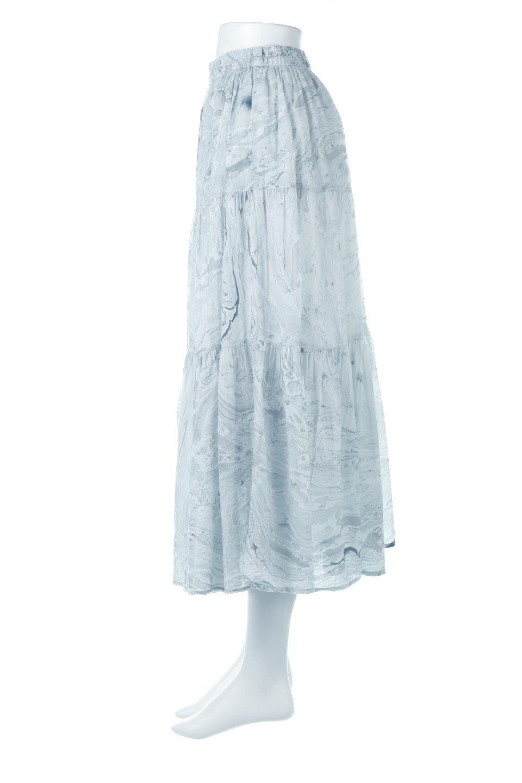 MarblePatternTieredLongSkirtマーブルパターン・ティアードスカート大人カジュアルに最適な海外ファッションのothers(その他インポートアイテム)のボトムやスカート。マーブル模様が涼し気なギャザーをたっぷりよせた3段ティアードスカート。動くたびに揺れるシルエットが涼し気な印象のスカートです。/main-2