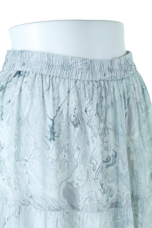 MarblePatternTieredLongSkirtマーブルパターン・ティアードスカート大人カジュアルに最適な海外ファッションのothers(その他インポートアイテム)のボトムやスカート。マーブル模様が涼し気なギャザーをたっぷりよせた3段ティアードスカート。動くたびに揺れるシルエットが涼し気な印象のスカートです。/main-5