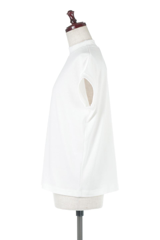 FrenchSleeveMockNeckTeeフレンチスリーブ・モックネックTシャツ大人カジュアルに最適な海外ファッションのothers(その他インポートアイテム)のトップスやTシャツ。USコットンを使用し、ゆとりを持たせたシルエットとドライタッチな肌触りのTシャツ。着心地の良さはもちろん、二の腕がきれいに見えるフレンチスリーブとしっかりした生地感で程よく体型カバーしてくれるアイテム。/main-12