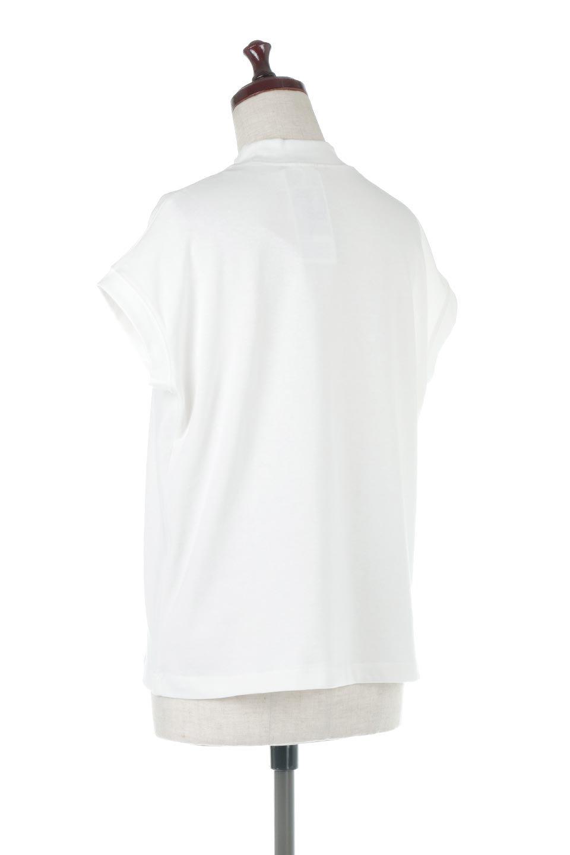 FrenchSleeveMockNeckTeeフレンチスリーブ・モックネックTシャツ大人カジュアルに最適な海外ファッションのothers(その他インポートアイテム)のトップスやTシャツ。USコットンを使用し、ゆとりを持たせたシルエットとドライタッチな肌触りのTシャツ。着心地の良さはもちろん、二の腕がきれいに見えるフレンチスリーブとしっかりした生地感で程よく体型カバーしてくれるアイテム。/main-13