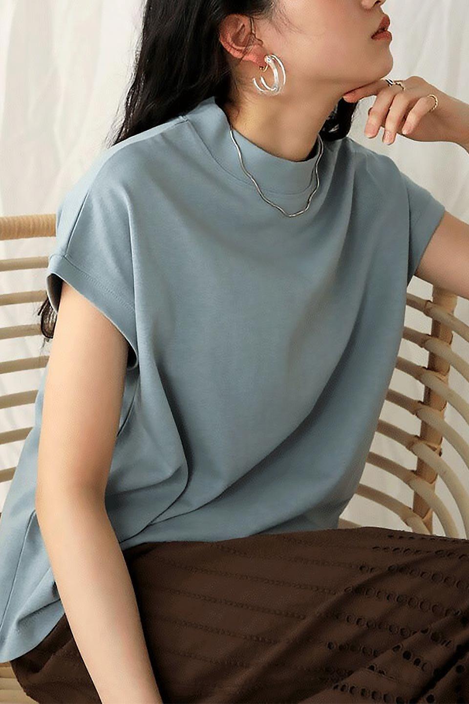FrenchSleeveMockNeckTeeフレンチスリーブ・モックネックTシャツ大人カジュアルに最適な海外ファッションのothers(その他インポートアイテム)のトップスやTシャツ。USコットンを使用し、ゆとりを持たせたシルエットとドライタッチな肌触りのTシャツ。着心地の良さはもちろん、二の腕がきれいに見えるフレンチスリーブとしっかりした生地感で程よく体型カバーしてくれるアイテム。/main-37